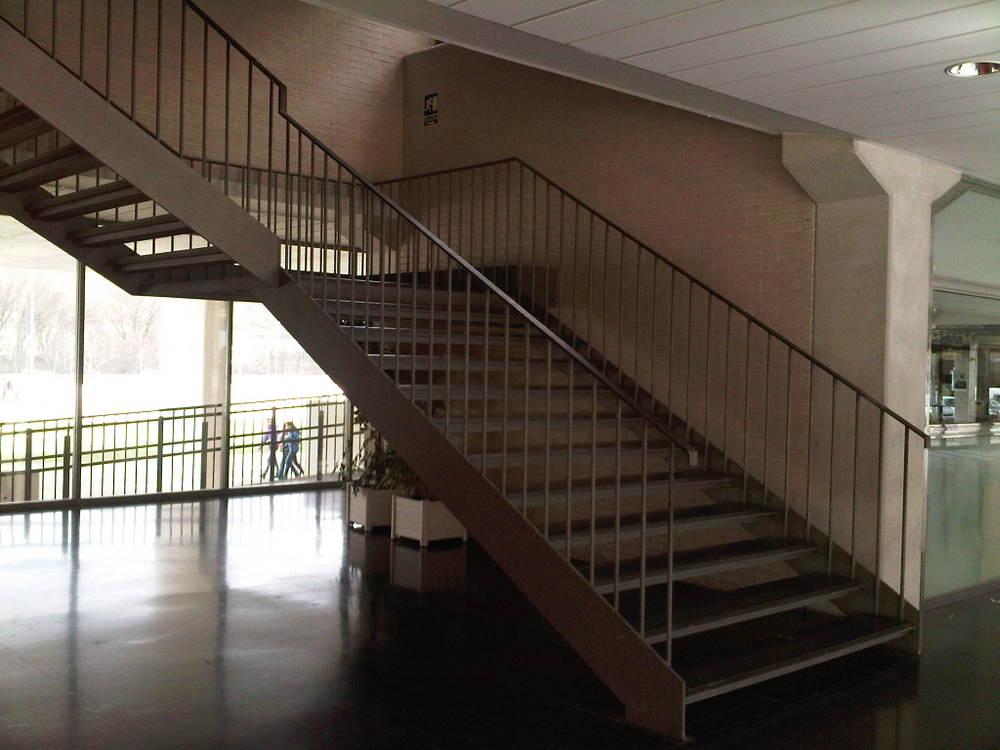 Escalera + barandilla IES Comercio