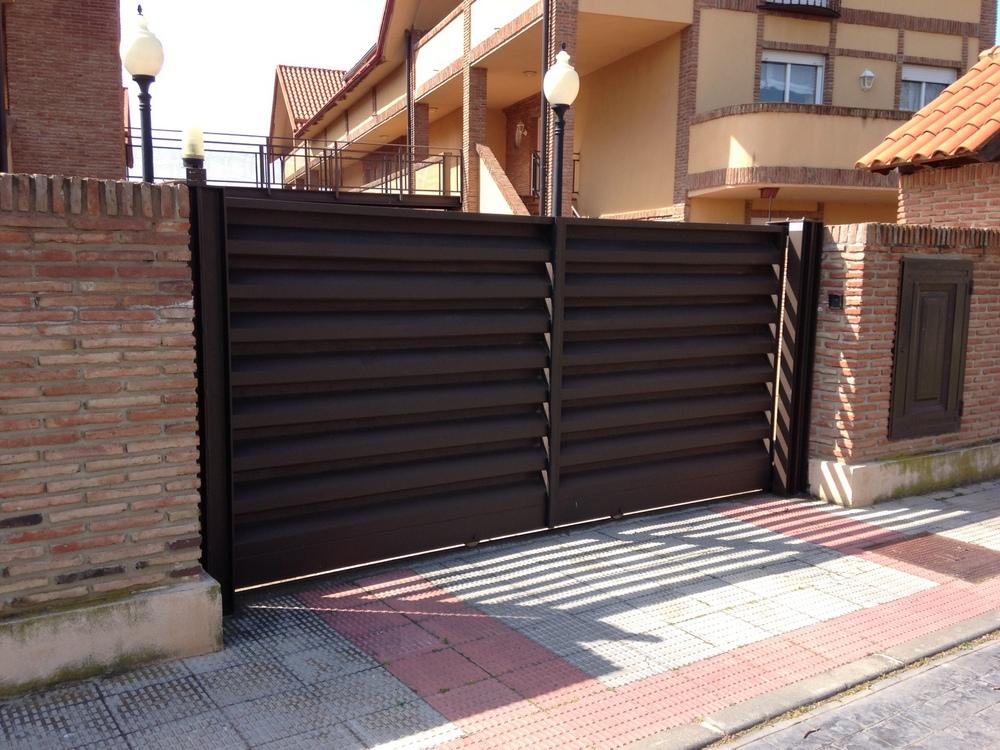 Puerta Corredera 2 Hojas - Urb. Las Palomas